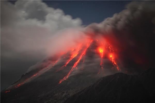 巴厘岛火山喷发旅游胜地变地狱