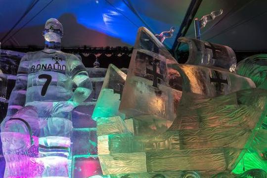 俄罗斯推出C罗冰雕为世界杯造势