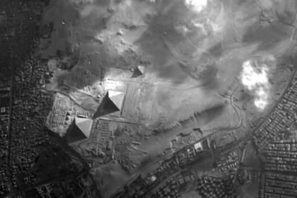 欧洲航天局抓拍到一张三个金字塔同框的照片