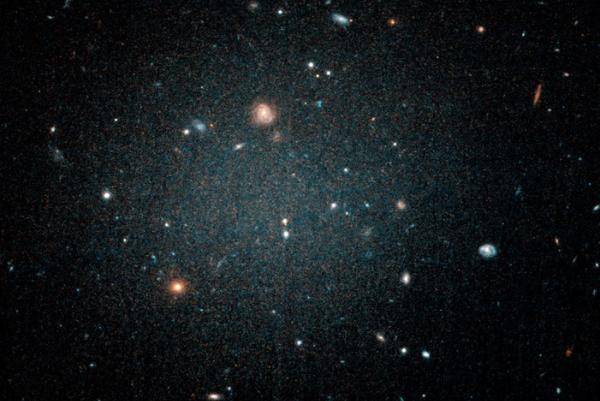 科学家首次发现不存在暗物质的星系
