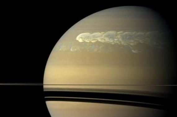 NASA首次公布卡西尼号拍摄到的土星
